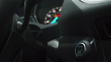 conveniente : Male hand pushes engine start stop button in a modern car interior