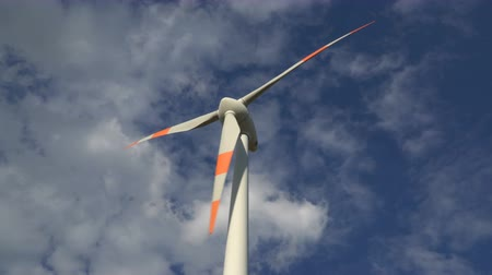 energia : Eco power. Wind turbines generating electricity. Wideo