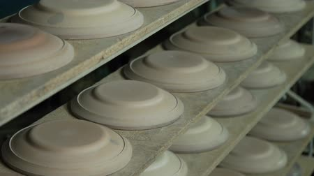 panelas : Industrial Production of Porcelain Tableware .Plaster Molds for Plates on the Conveyor