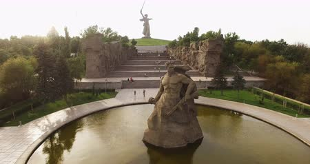 kard : Volgograd. Historical Memorial Complex Mamayev Kurgan Sculpture The Motherland Calls. Aerial View Stock mozgókép