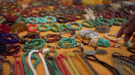 suvenýry : Asian Flea Market Seller Shows Bracelets