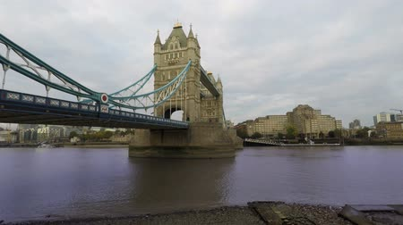 theems : Tower Bridge en de rivier de Thames, Londen, Time Lapse