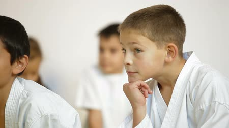 kinderen school : Karate studenten Stockvideo