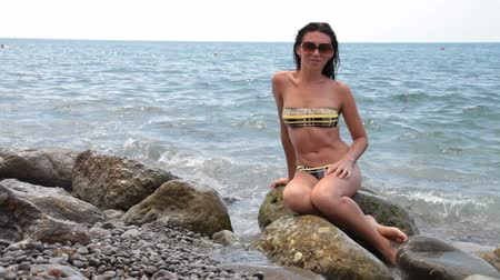půvabný : woman in bikini at the beach