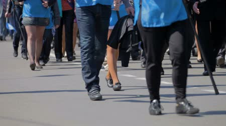step : crowd of people crossing the street Stock Footage