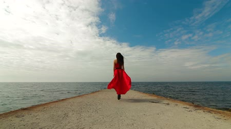 красные волосы : Woman In Red Dress Walks Away