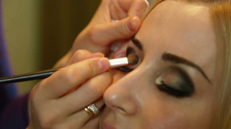 pędzel : Bridal Makeup - Applying Eyeshadow