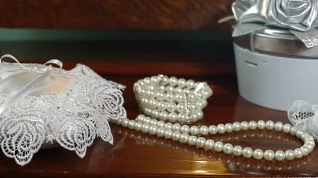 perla : DOLLY: Accessori sposa