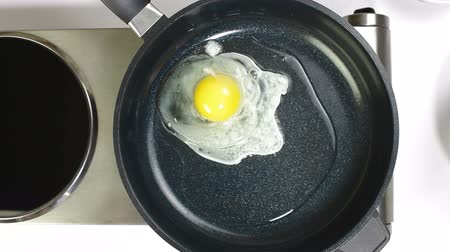 ovo : Eggs Were Frying In The Pan