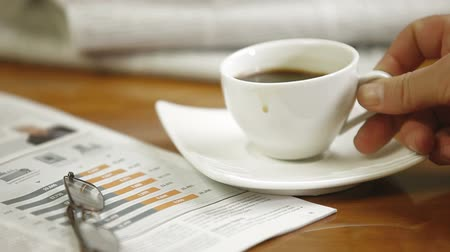 livro : Morning Business News In Magazines And Newspapers With Coffee