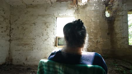 indigence : Old Woman, Old House, Old TV