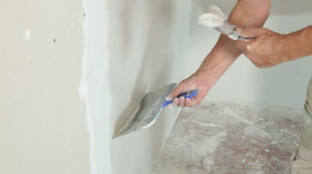 ceilão : Applying Plaster to Plasterboard Wall