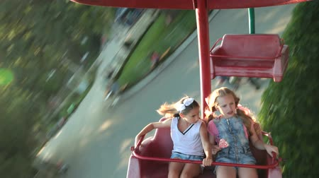 кричать : Kids at Fun Fair