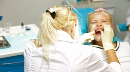 ortodonta : Medical Treatment at the Orthodontist Office