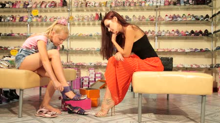 ayakkabı : Mother and daughter buying summer footwear in shoe store, edited sequence