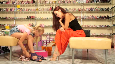 calçados : Little girl and mother choosing summer footwear in shoe store, edited sequence  Stock Footage