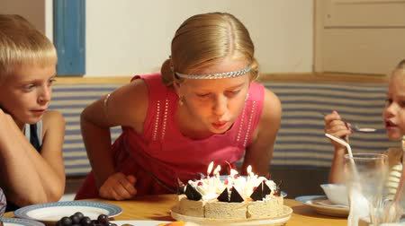 üfleme : Little Girl Blowing Candles on Birthday Cake  Stok Video