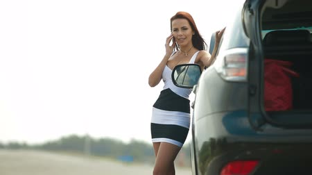 kaza : Attractive Woman with her Broken Car