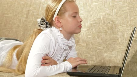 yatarken : Blonde little girl using laptop at home