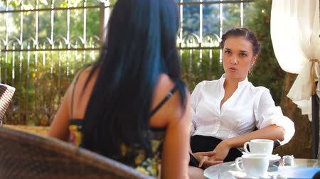 kahvehane : Female Friends Talking at Urban Cafe Stok Video