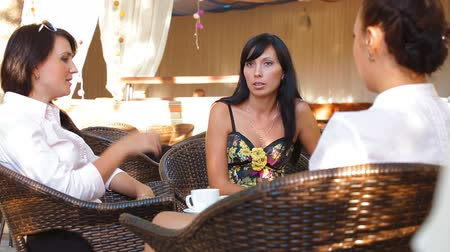 kahvehane : Friends Having Coffee Stok Video