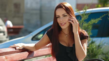 брюнет : Attractive woman talking on the cell phone in downtown
