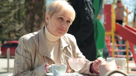 пенсионер : Senior Women Enjoying Dessert At Outdoor Cafe