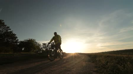 bisiklete binme :  Cross-country cycling at sunrise