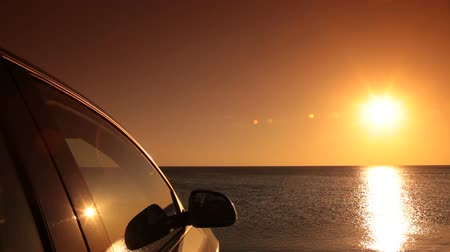 аренда : Car on the summer beach at sunset Стоковые видеозаписи