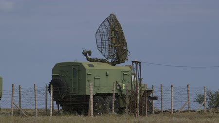 katonai : Mobile military air defence system sweeping the local airspace