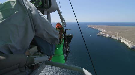 hangen : Antenne: deltavliegen Stockvideo