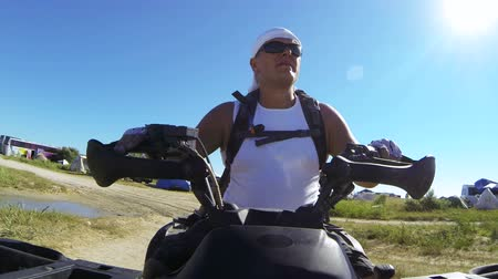 quadbike : Man driving quadbike on the beach Stock Footage