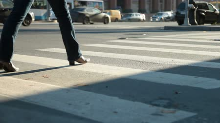 encruzilhada : Woman crossing street at crosswalk