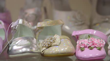 сбор : Dolly: Children and kids shoes in a shoe store