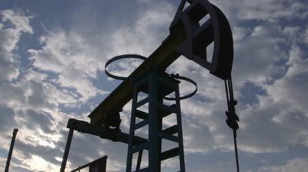 хорошо : Oil well being produced by a pumpjack
