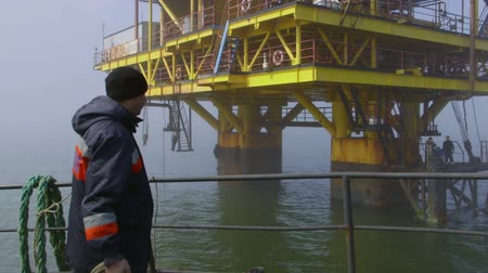 poça de água : Sea of Azov, Crimea - March 28, 2014: Offshore gas production platform in the East-Kazantip field Stock Footage