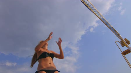röplabda : Summer vacations recreation girl playing beach volleyball
