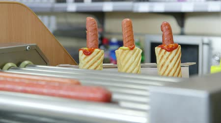 würstchen : Hotdogs in Fast-Food-Diner
