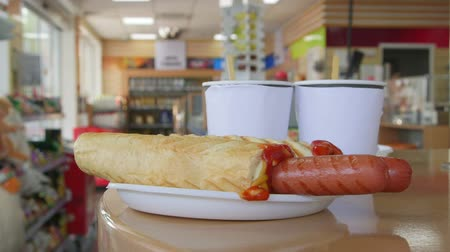 conveniência : Hotdogs and drinks for lunch in petrol station convenience store