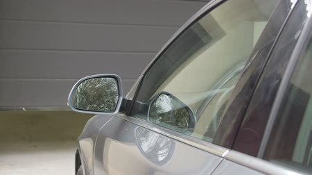 automatizálás : Man driver in car thumbed remote control to put up the garage door