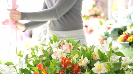 bouquets : Woman making a bouquet of fresh flowers in a flower shop