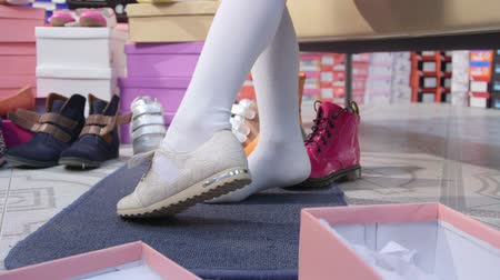 ayakkabı : Child trying on new shoes for junior girls in shoe store Stok Video