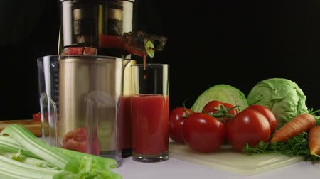 meyve suyu : Tomato juice extracted using an electric cold press juicer