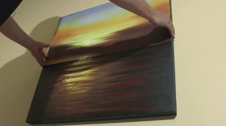 оформление : Man hanging seascape sunset oil painting on the wall