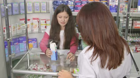 prescrição : SIMFEROPOL, RUSSIA - CIRCA OCTOBER 2015: Medicines counter assistant giving advice to customer at pharmacy drugstore Vídeos