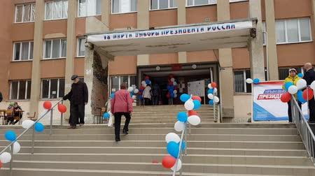 democracia : CRIMEA, SIMFEROPOL - MARCH 18, 2018: Russian presidential election in Crimea, 2018. Polling station in Simferopol. Citizens of Crimea votes for first time in Russian elections.