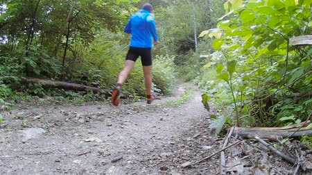 rotaları : Male runner exercising and training outdoors in nature. traill-running.