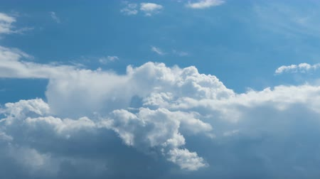 coulds : White clouds in the blue sky, time-lapse