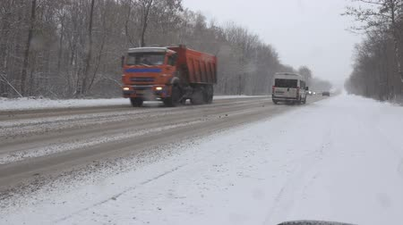 sporty zimowe : cars on winter road during blizzard