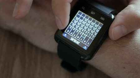 каландр : Man Using Calendar App. Smart Watch to Check Schedule. Close up. Businessman using a calendar application on a smartwatch connected device. Closeup.